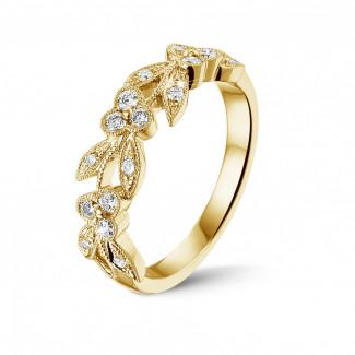 イエローゴールドダイヤモンドエンゲージリング - 0.32 カラットの小さなラウンドダイヤモンド付きイエローゴールドフローラルエタニティリング