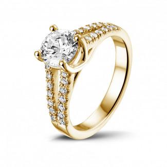 イエローゴールドダイヤモンドリング - 1.00 カラットのサイドダイヤモンド付きイエローゴールドソリテールリング