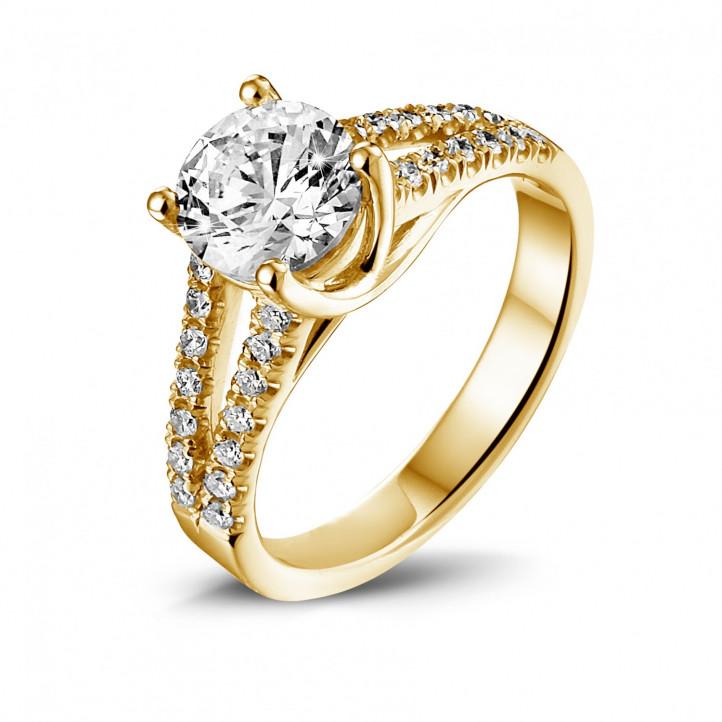 1.20 カラットのサイドダイヤモンド付きイエローゴールドソリテールリング