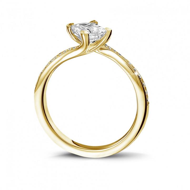 0.70 カラットのプリンセスダイヤモンドとサイドダイヤモンド付きイエローゴールドソリテールリング