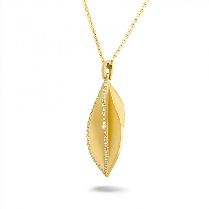 0.25 カラットのイエローゴールドダイヤモンドデザインペンダント