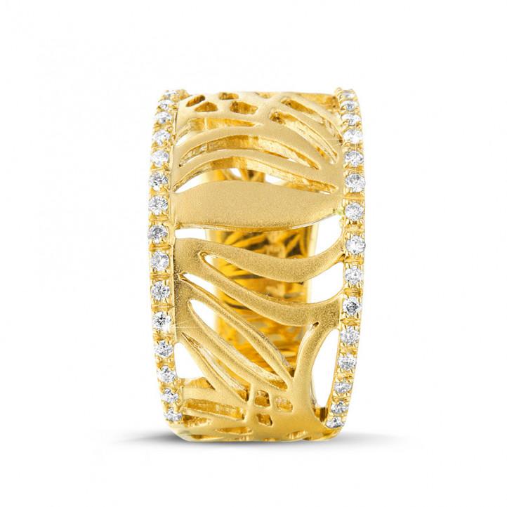 0.17 カラットのイエローゴールドダイヤモンドデザインリング