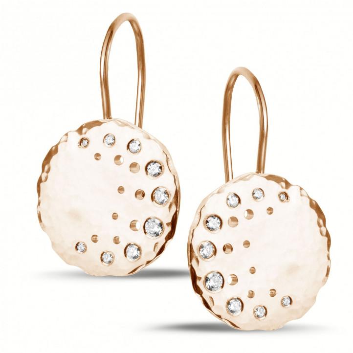 0.26 カラットのピンクゴールドダイヤモンドデザインイヤリング