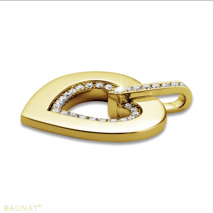0.36 カラットの小さなラウンドダイヤモンド付きイエローゴールドハートシェイプのペンダント