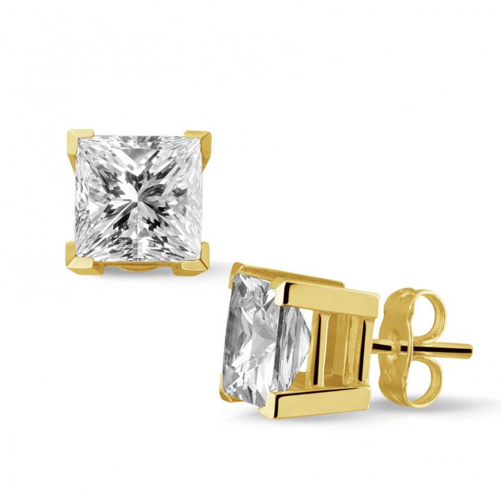 3.00 カラットのプリンセスダイヤモンド付きイエローゴールドイヤリング