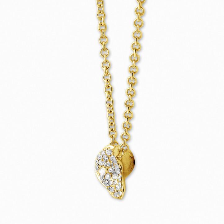 0.25 カラットのイエローゴールドダイヤモンドデザインネックレス