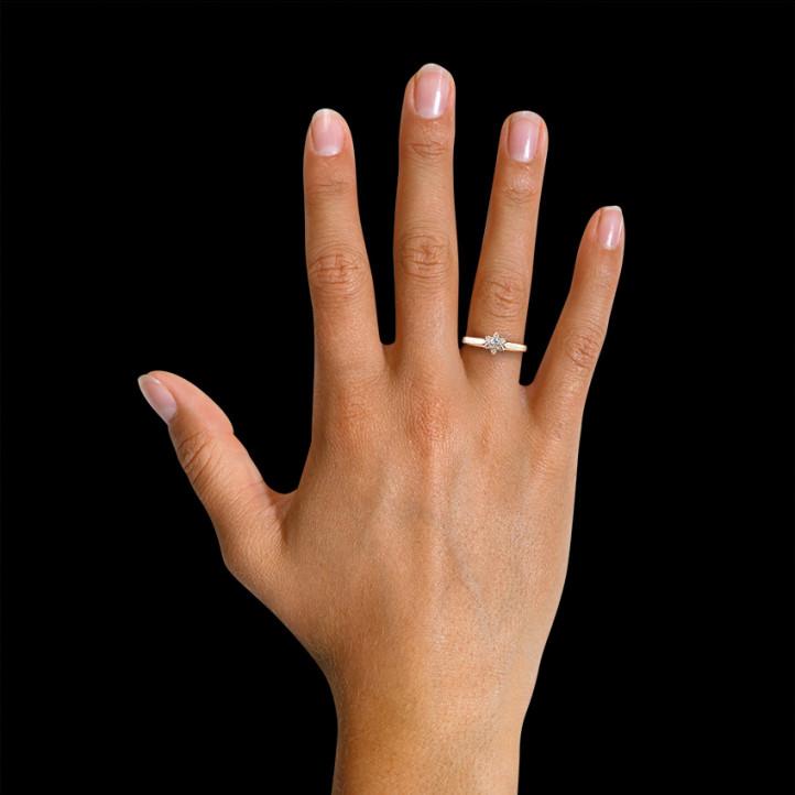 0.15 カラットのピンクゴールドダイヤモンドフラワーリング