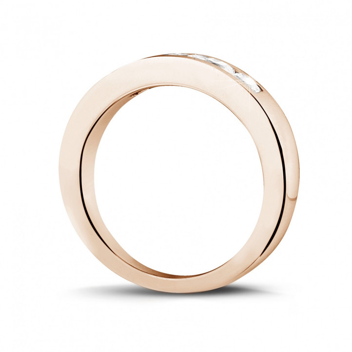 0.75 カラットのプリンセスダイヤモンド付きピンクゴールドエタニティリング