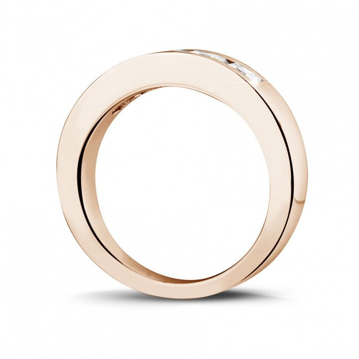 1.35 カラットのプリンセスダイヤモンド付きピンクゴールドエタニティリング