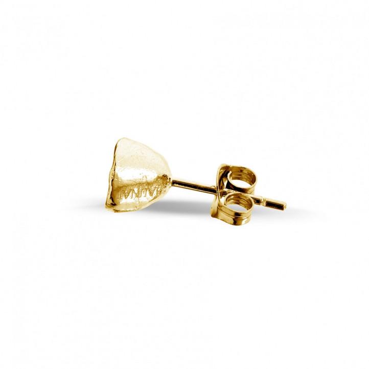 0.25 カラットのイエローゴールドダイヤモンドデザインイヤリング