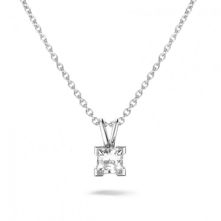 0.70 カラットのプリンセスダイヤモンド付きホワイトゴールドソリテールペンダント