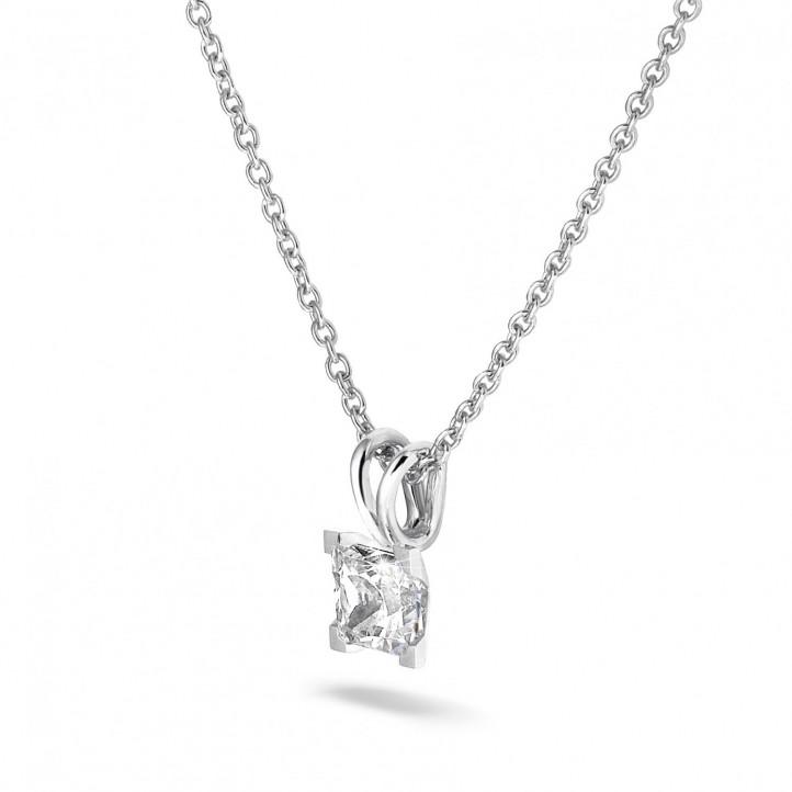 1.00 カラットのプリンセスダイヤモンド付きホワイトゴールドソリテールペンダント