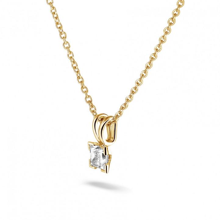 0.70 カラットのプリンセスダイヤモンド付きイエローゴールドソリテールペンダント