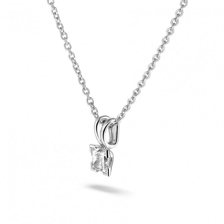 0.50 カラットのプリンセスダイヤモンド付きプラチナソリテールペンダント