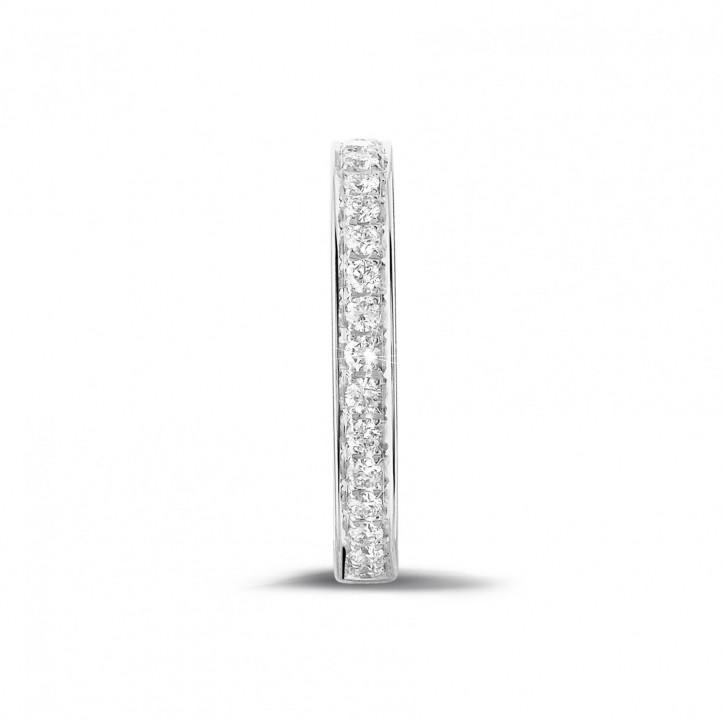 0.25 カラットのホワイトゴールドダイヤモンドエタニティリング(ハーフセット)