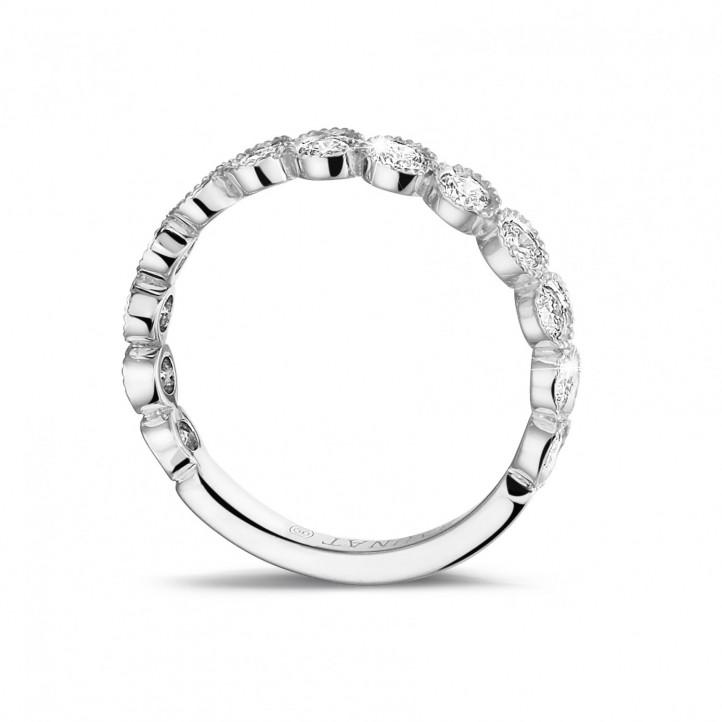 0.70 カラットのプラチナダイヤモンド重ね付けエタニティリング
