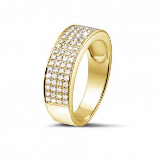 イエローゴールドダイヤモンドリング - 0.64 カラットのワイドイエローゴールドダイヤモンドエタニティリング