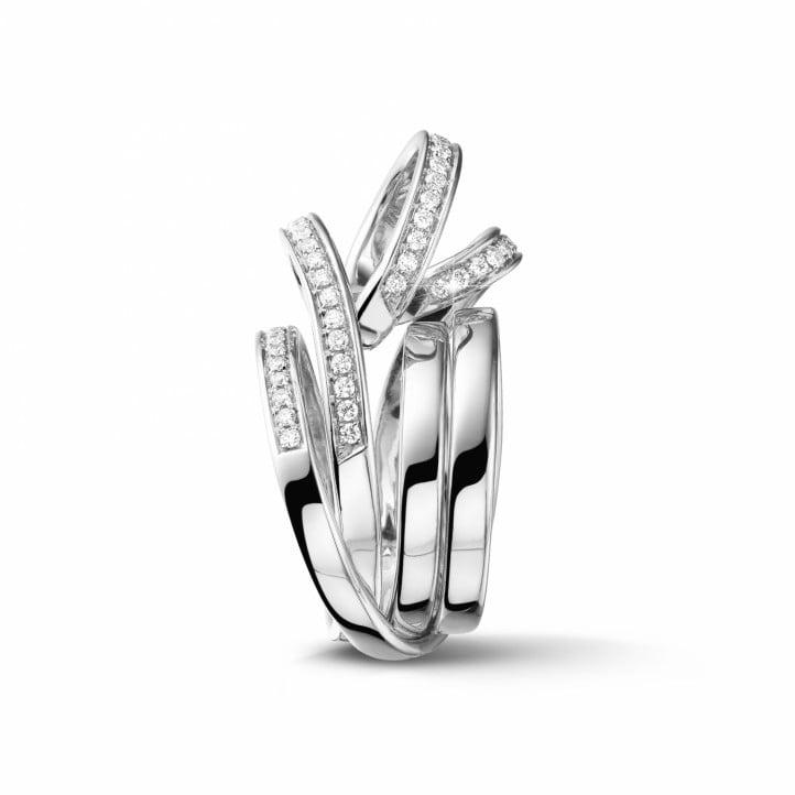 0.77 カラットのホワイトゴールドダイヤモンドデザインリング