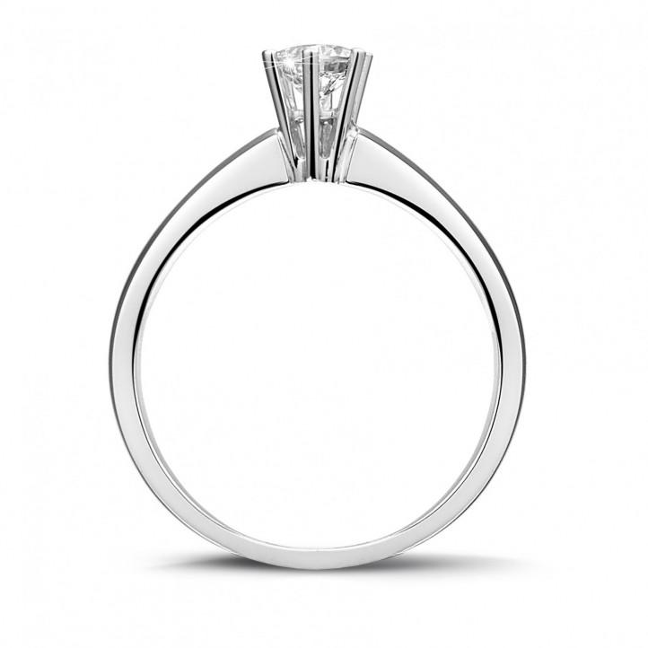 0.30 カラットの6のプロング付きプラチナソリテールダイヤモンドリング