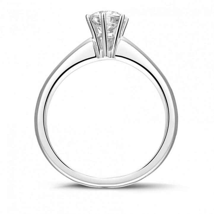 0.50 カラットの6のプロング付きプラチナソリテールダイヤモンドリング