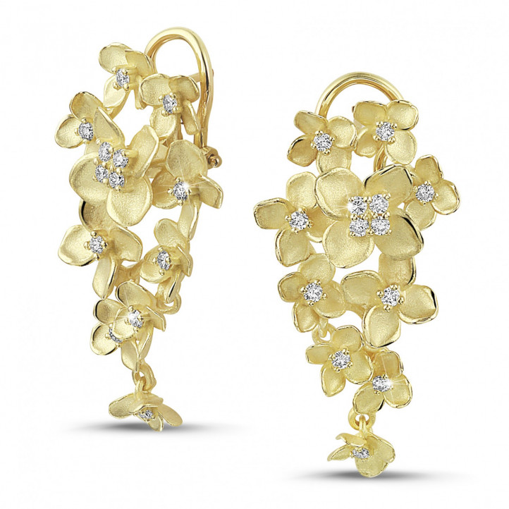0.70カラットのイエローゴールド花のデザインイヤリング