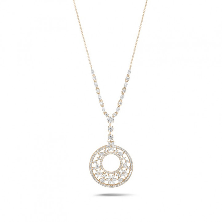 8.00カラットのファンシーカットダイヤモンド付きピンクゴールドネックレス