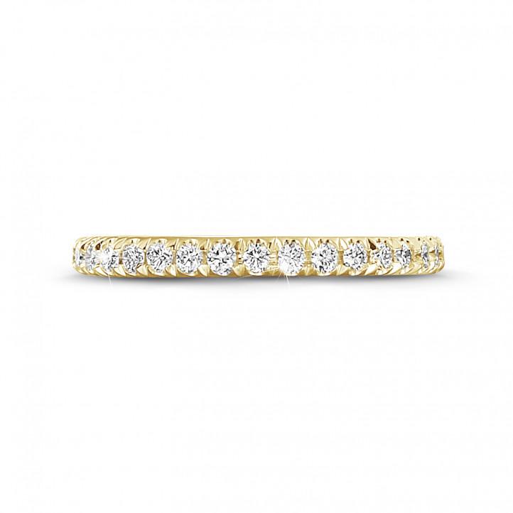 0.55 カラットのラウンドダイヤモンド付きイエローゴールドエタニティリング(フルセット)