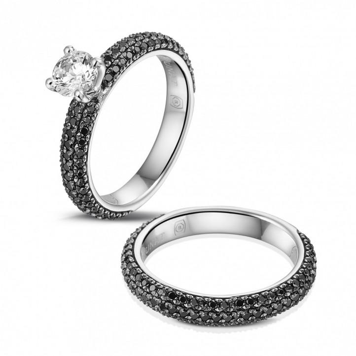0.50カラットのセンターダイヤモンドとブラックダイヤモンド付きマッチングホワイトゴールドダイヤモンドエンゲージリングとウェディングリング
