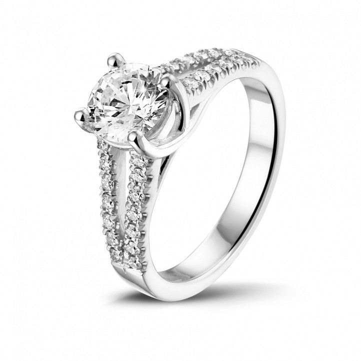 0.90 カラットのサイドダイヤモンド付きプラチナソリテールリング