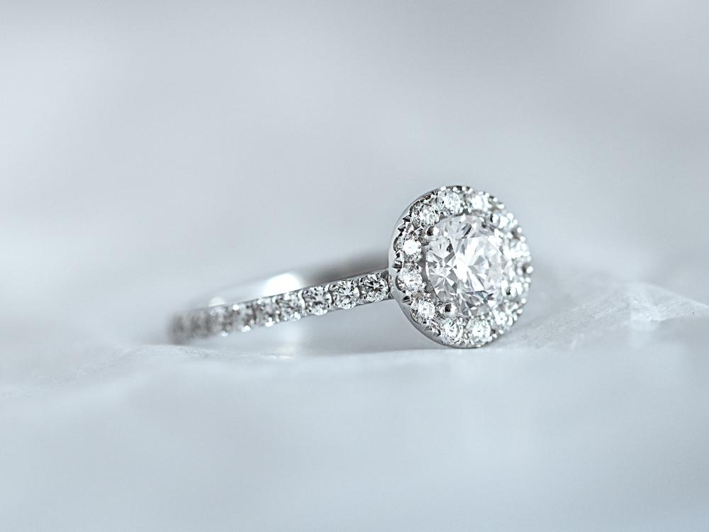 Diamond ring by BAUNAT with different sizes diamond for you to buy