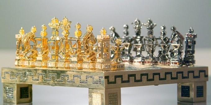 Diamond chess set