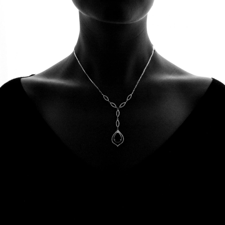 f269449da274 Joya de diamante atemporal de BAUNAT en el cuello