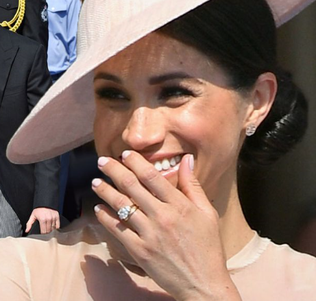 Meghan Markle sporting a diamond trology ring just like the ones by BAUNAT