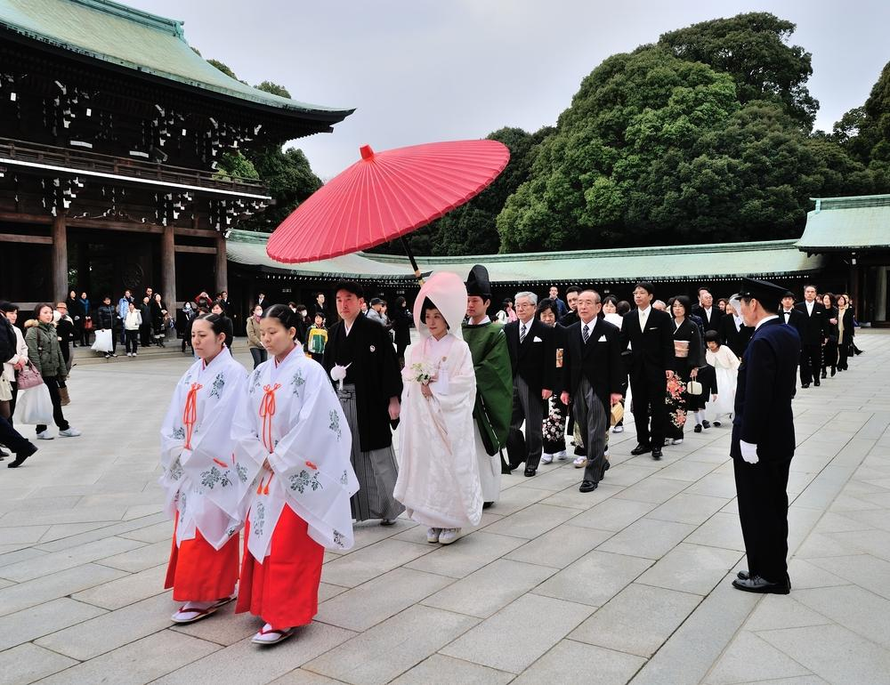 Traditional Japanese wedding march in pastel colours - BAUNAT