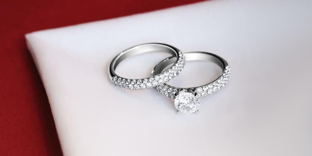7efbf8d29bad Un anillo de diamantes en oro amarillo u oro blanco - BAUNAT
