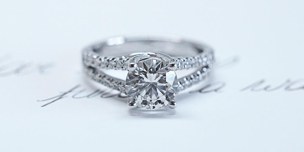 b42486cd433e ¿Tu anillo de diamantes parece más pequeño  ¡Consejos para resolver esto! -  BAUNAT