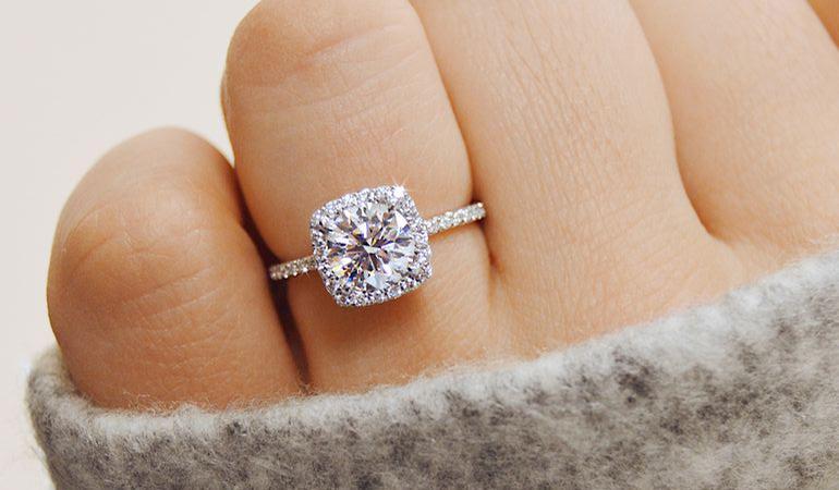 5382afb05e4b ¿Cómo se creó el anillo de compromiso de oro  - BAUNAT