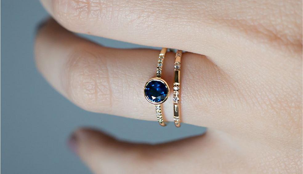 Welche Art Verlobungsring passt ideal zu meinem Ringfinger?