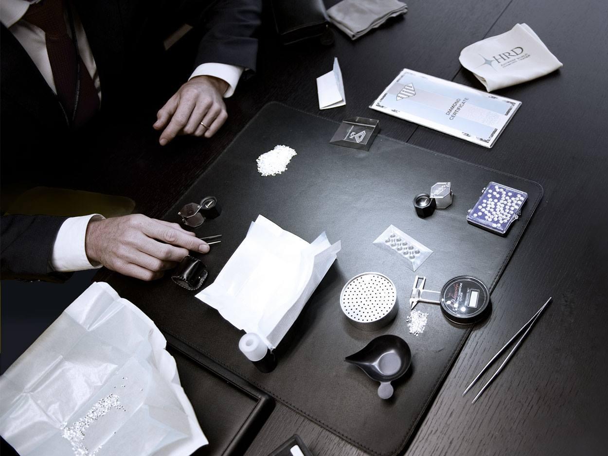¿Comprar un collar o anillo de diamantes? Así se analizan las piedras preciosas...