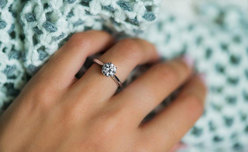 Hoe Draagt U Uw Verlovingsring Volgens De Etiquette Baunat