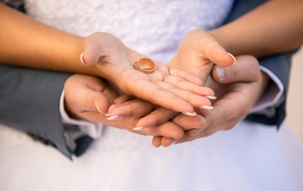 Draagt U Uw Trouw Of Verlovingsring Links Of Rechts Baunat