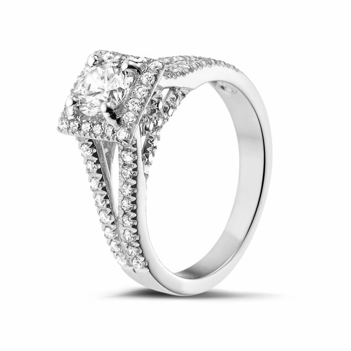 0.70 caraat diamanten solitaire ring in wit goud met zijdiamanten