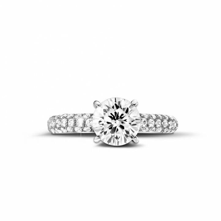 1.50 karaat solitaire ring (half gezet) in wit goud met zijdiamanten