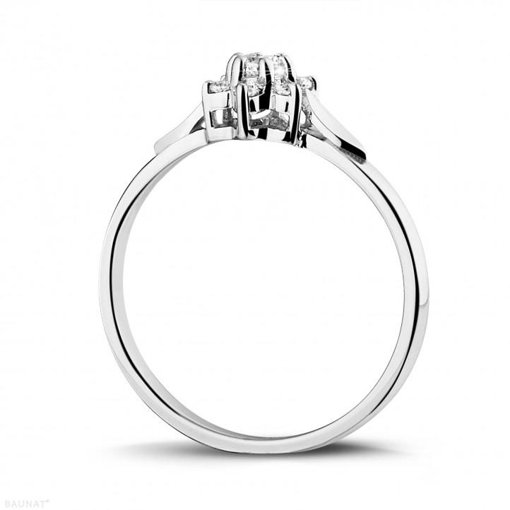 0.15 caraat diamanten bloemenring in platina