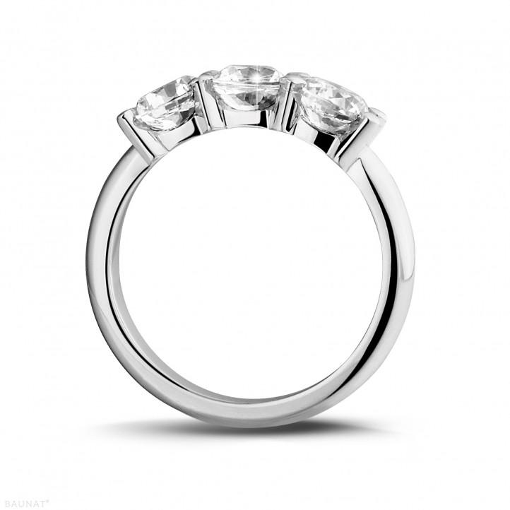 2.00 karaat trilogie ring in platina met ronde diamanten
