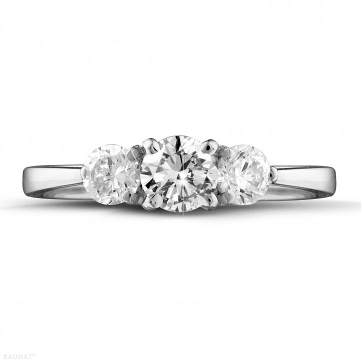 0.95 karaat trilogie ring in platina met ronde diamanten