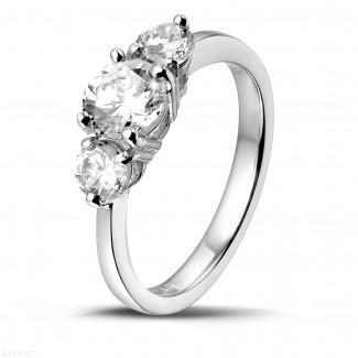 1.50 karaat trilogie ring in platina met ronde diamanten