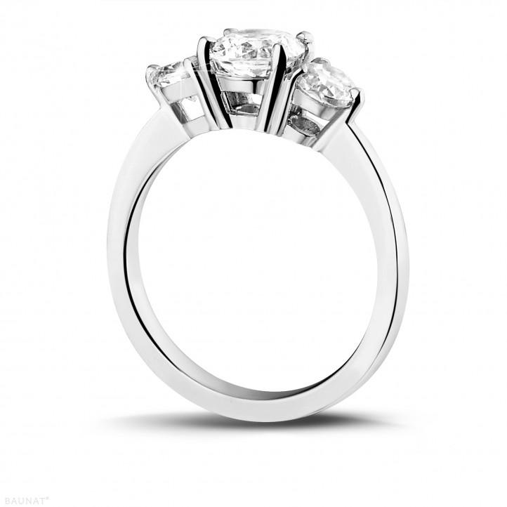 1.50 caraat trilogie ring in platina met ronde diamanten