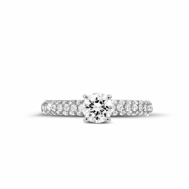 0.70 caraat solitaire ring (half gezet) in platina met zijdiamanten