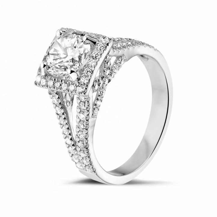 1.20 karaat diamanten solitaire ring in platina met zijdiamanten